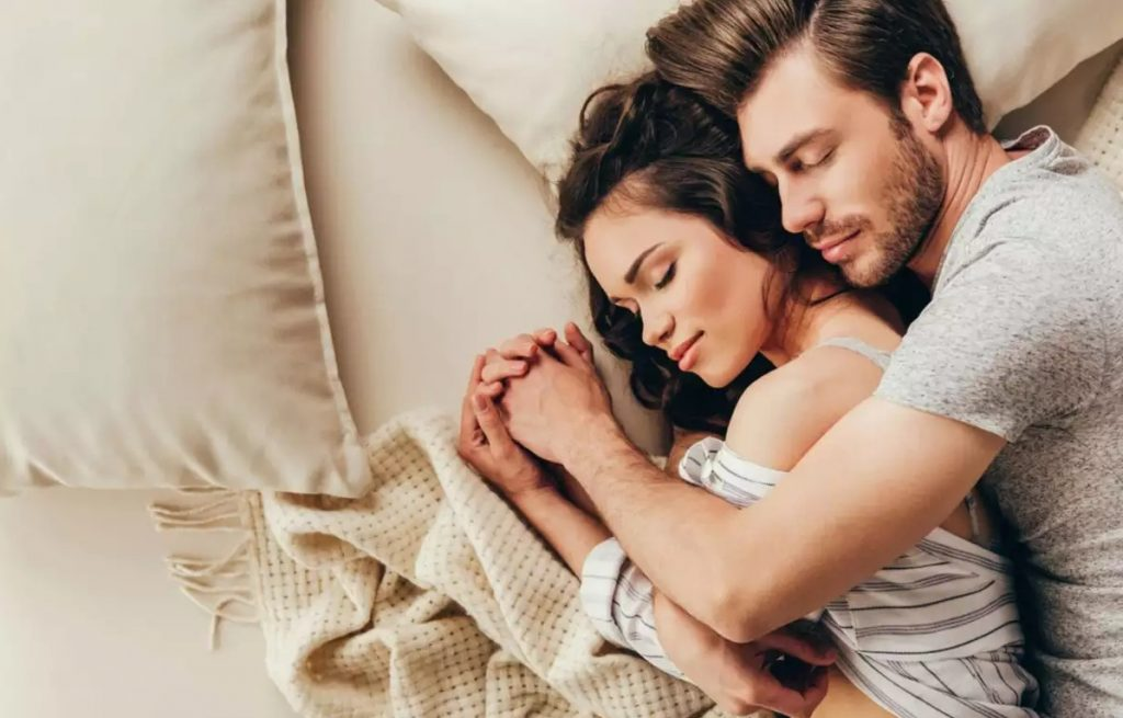 Does Aquarius Like to Cuddle - Who is Aquarius Most Sexually Compatible With