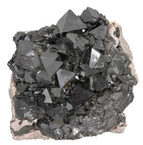 Magnetite(Lodestone) - Which Crystals Cannot Be Cleansed in Salt Water